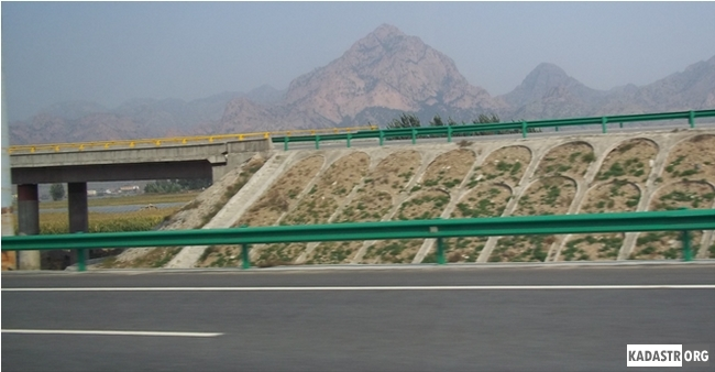 Строительство современной скоростной магистрали позволяет увеличить количество перевозимых грузов по территории автономного района, сократить время доставки грузов к заказчикам