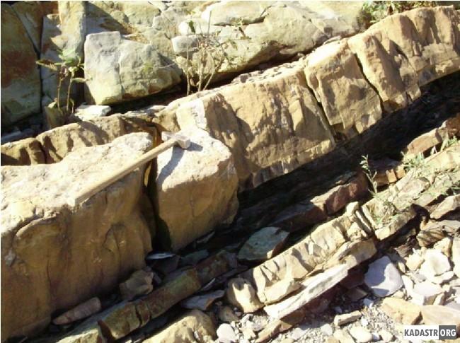 Сидеритовые конкреции нижнеменилитовой свиты по реке Прут