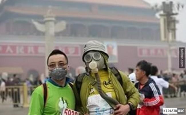 Реальность жизни людей в Пекине при накрывании территории города облаком смога (2015 год)